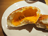Kyoto_germer_cheese_bread_half