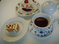 Rokkatei_sapporo_ice_sand_cake_tea